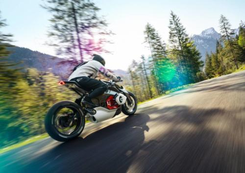 BMW-Motorrad-Vision-DC-Roadster-0002