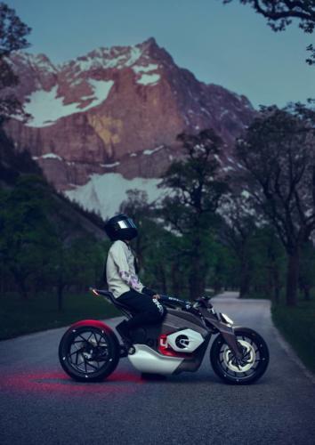 BMW-Motorrad-Vision-DC-Roadster-0004