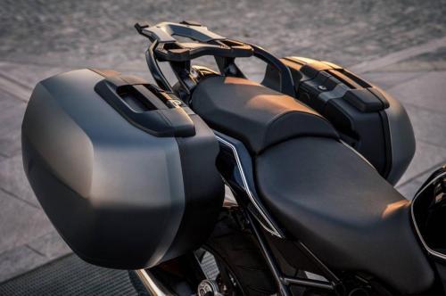 BMW-R-1200-R-Black-Edition-001