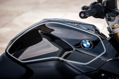BMW-R-1200-R-Black-Edition-002