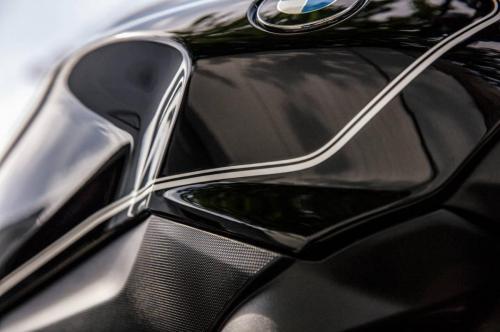 BMW-R-1200-R-Black-Edition-005