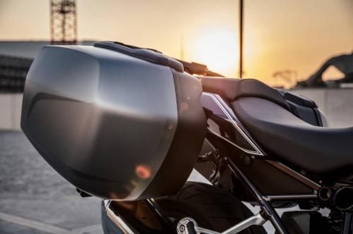 BMW-R-1200-R-Black-Edition-007