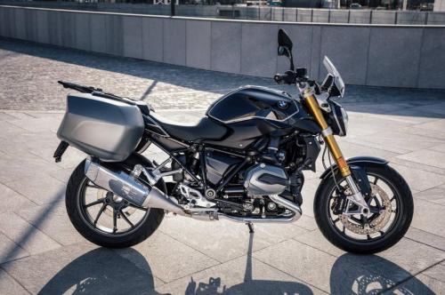 BMW-R-1200-R-Black-Edition-011