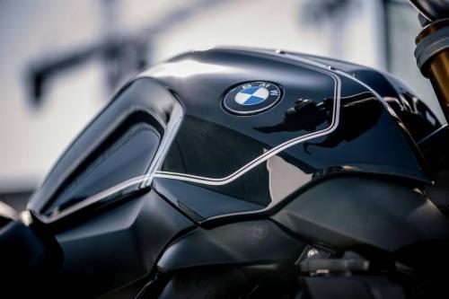 BMW-R-1200-R-Black-Edition-012