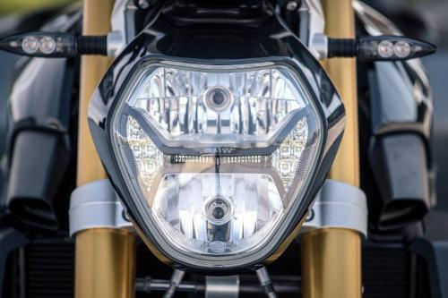 BMW-R-1200-R-Black-Edition-014